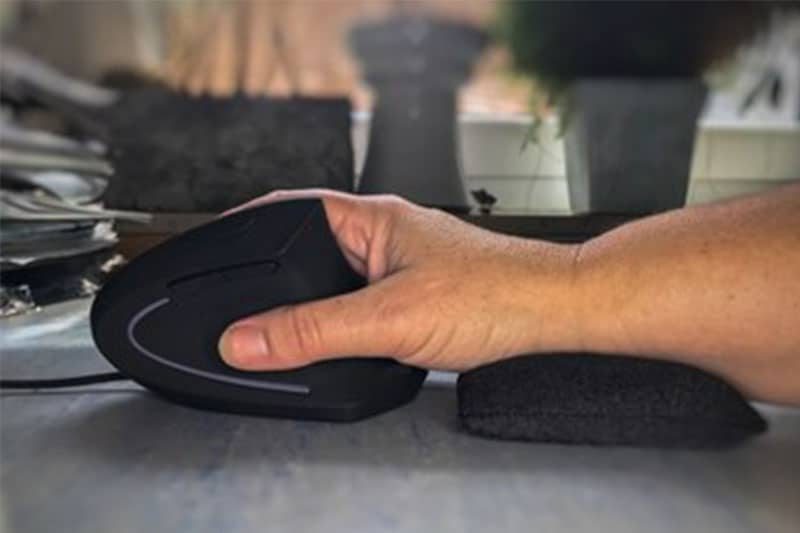 5 Reasons to Ditch the Regular Mouse With an Ergonomic Design
